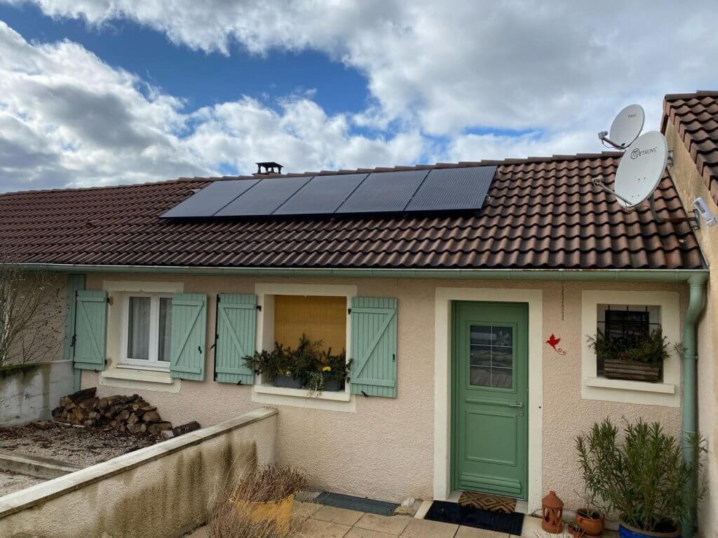 installation de apnneau solaire sur le toit d'une maison