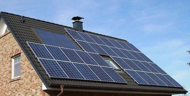 Comment produire de l'électricité à l'aide de panneaux photovoltaïques ?