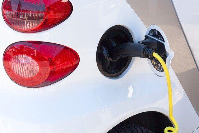 Combien de temps faut-il pour recharger une voiture avec l'énergie solaire ?