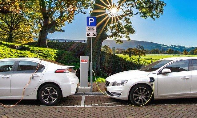 Peut-on recharger sa voiture avec un panneau solaire ?