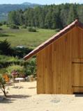 cabane de jardin avec panneaux solaires